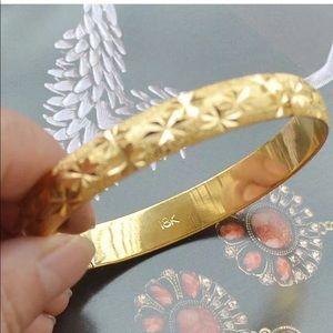 NEW* 18K gold bangle bracelet